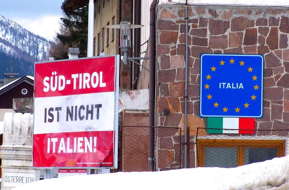Foto: Cartel pro-independencia del Tirol del Sur en la frontera entre Italia y Austria