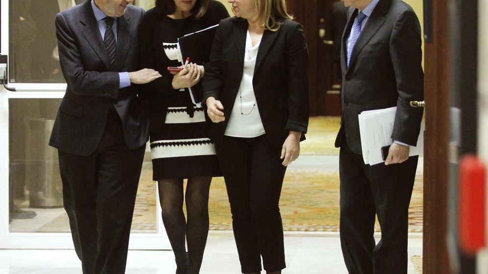 Foto: Alfredo Pérez Rubalcaba, junto a Soraya Rodríguez, Elena Valenciano y Ramón Jáuregui, en febrero de 2014 en el Congreso. (EFE)