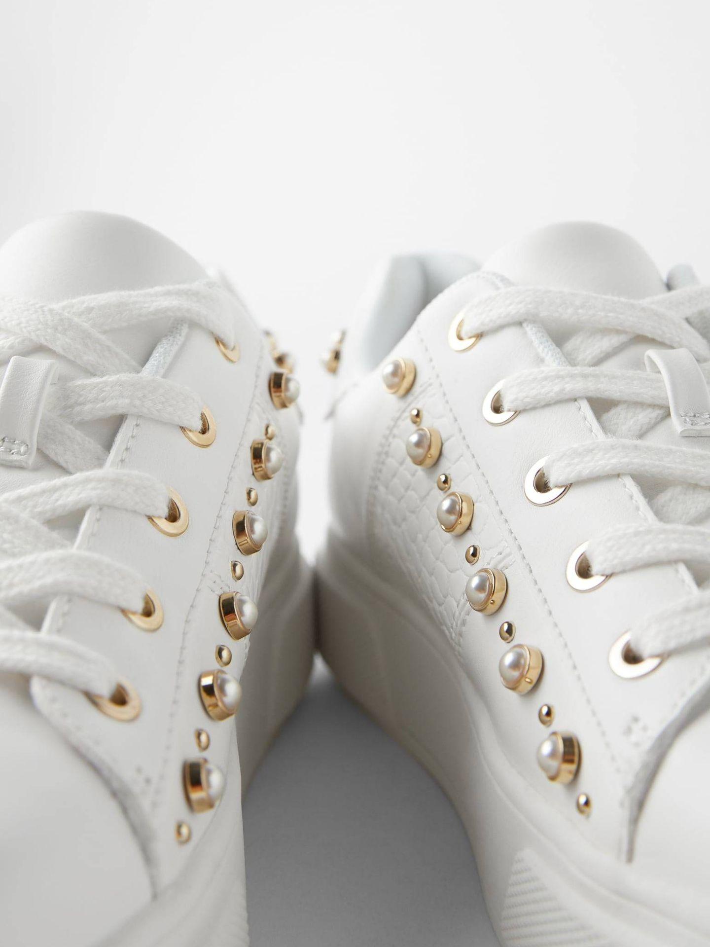 Las zapatillas deportivas de Zara. (Cortesía)