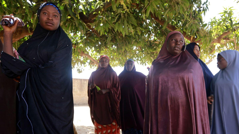 Las madres de los niños secuestrados, en una reunión en Kankara. (Reuters)