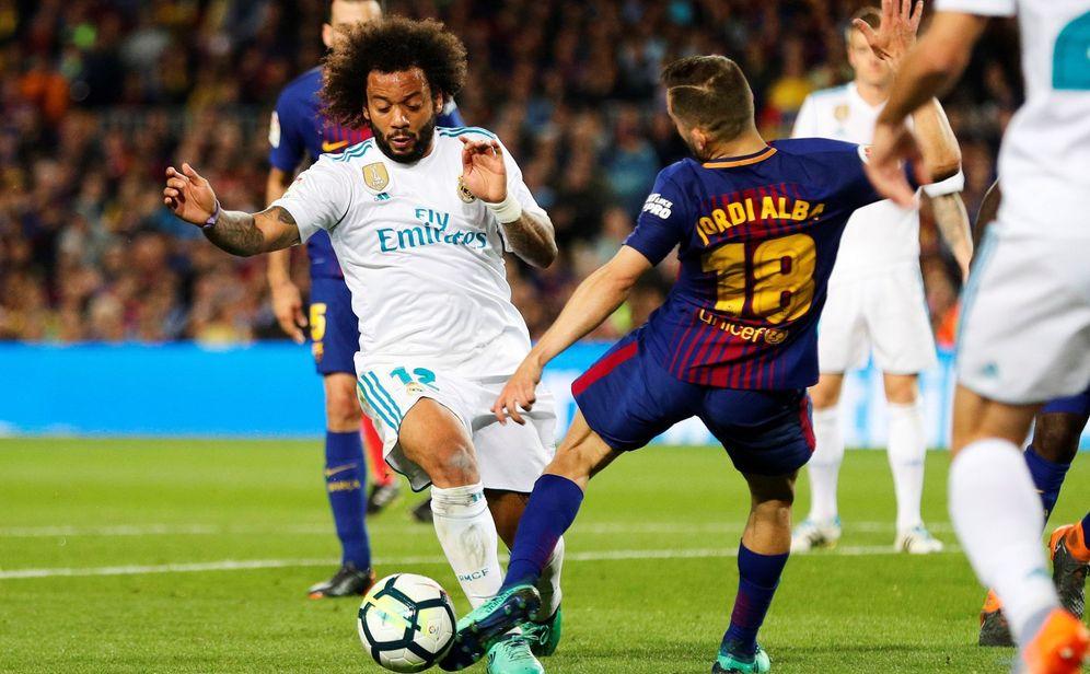 Foto: Momento en el que Jordi Alba comete el penalti sobre Marcelo. (EFE)