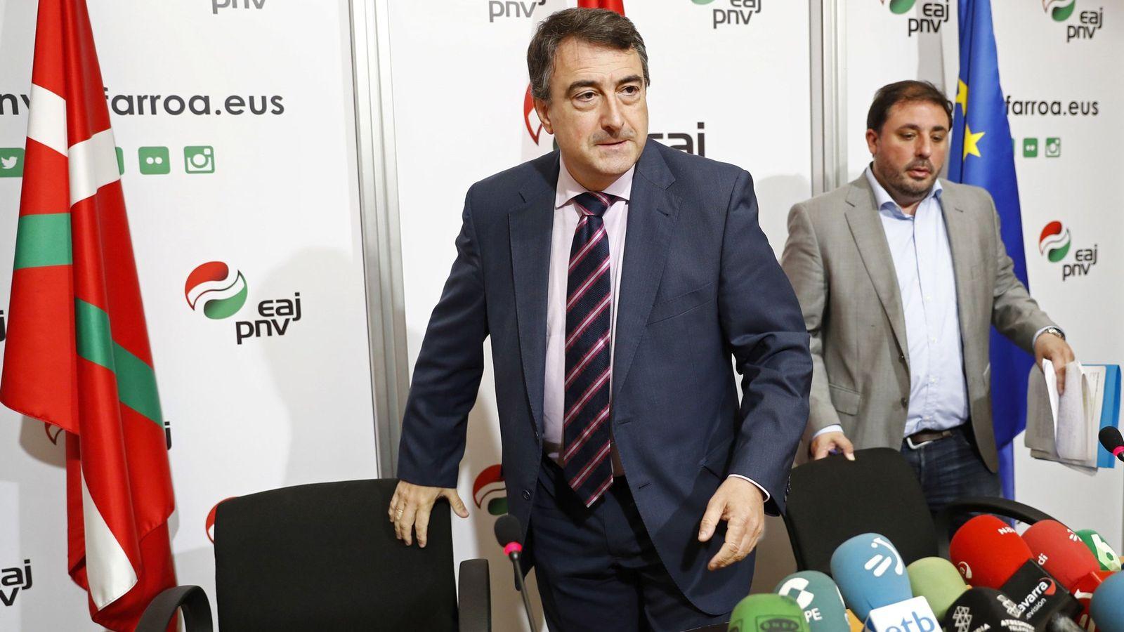 Foto: El portavoz del Grupo Vasco en el Congreso, Aitor Esteban, durante una rueda de prensa en Pamplona. (EFE)