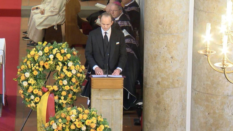 Una de las lecturas en la ceremonia, de manos del príncipe Joseph Wenzel. (Landeskanal.li)