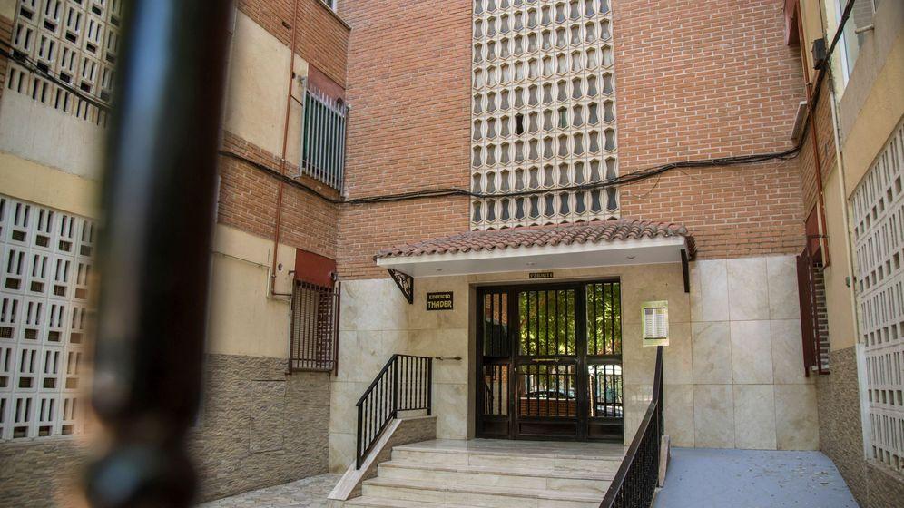 Foto: Fachada del inmueble ubicado en la calle Santa Rita en Murcia donde se ha producido una presunta violación en grupo a una mujer de 40 años. (EFE)