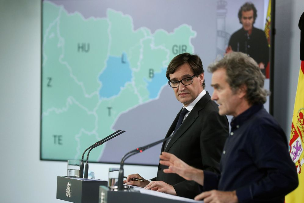 Foto: El ministro de Sanidad, Salvador Illa, y el director del CCAES, Fernando Simón, este 28 de mayo en la Moncloa. (EFE)