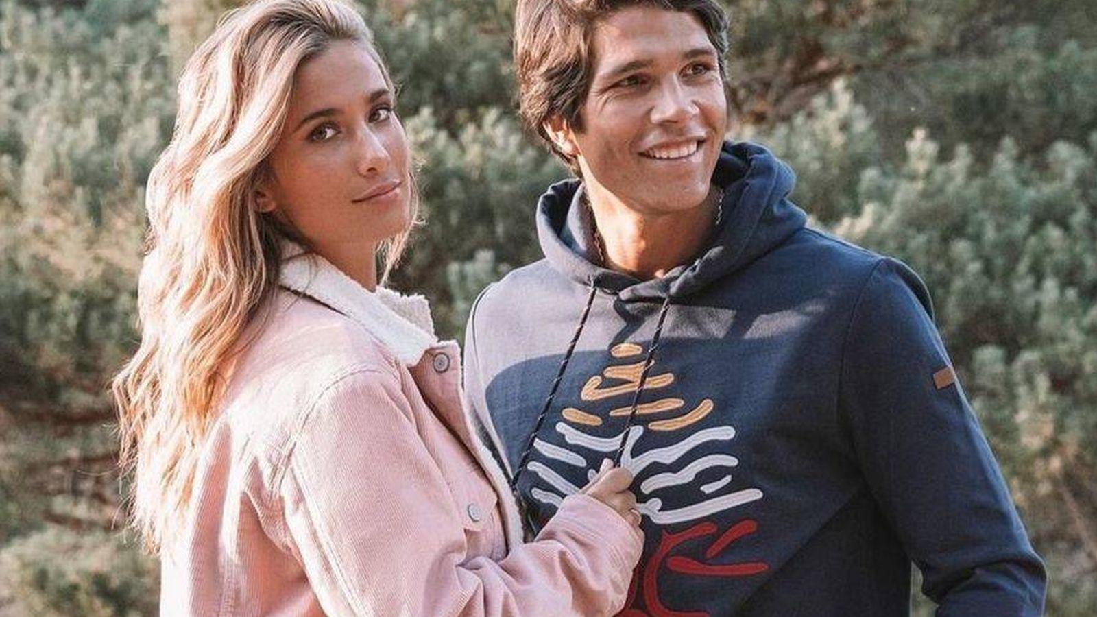 Foto: María Pombo y su marido, Pablo Castellanos, con prendas de la colección 'Reconsider'. (@springfield)