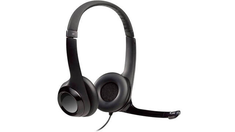 Auriculares Logitech H390 que minimizan el ruido externo