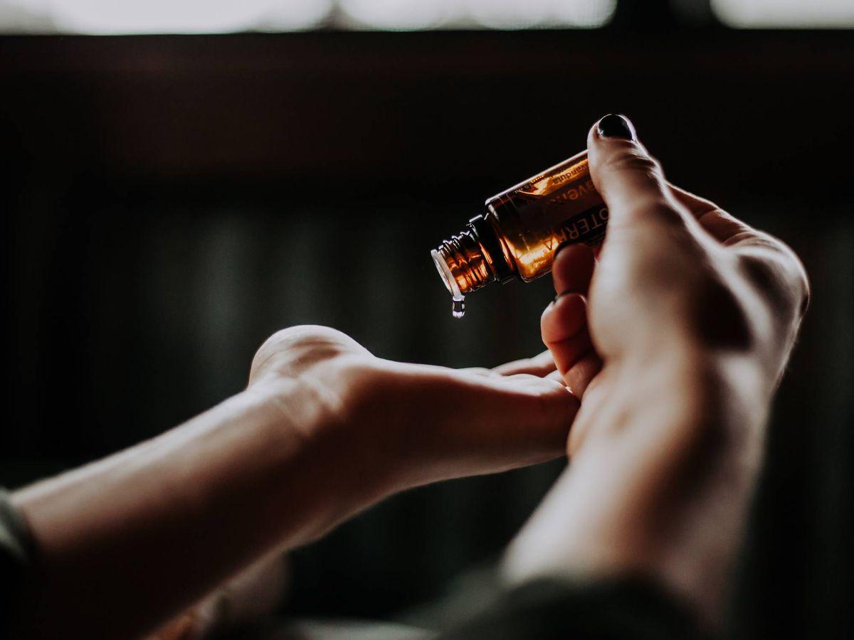 Foto: Las propiedades emolientes del aceite son solo uno de los beneficios del neem. (Unsplash)