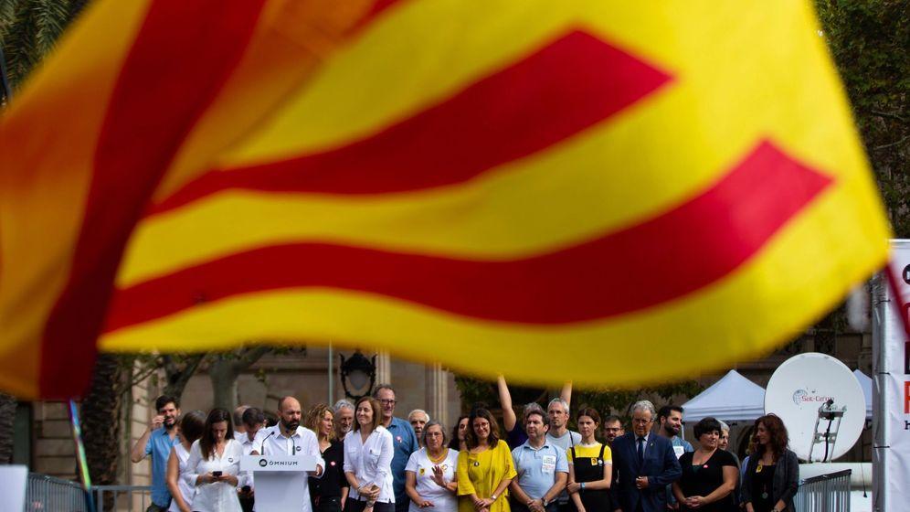 Foto: Acto de Òmnium en protesta por la sentencia del 'procés'. (EFE)