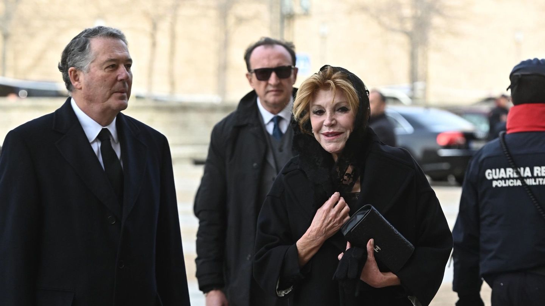 La baronesa Thyssen, Carmen Cervera y José María Michavila, a su llegada al funeral por la infanta Pilar de Borbón. (EFE)