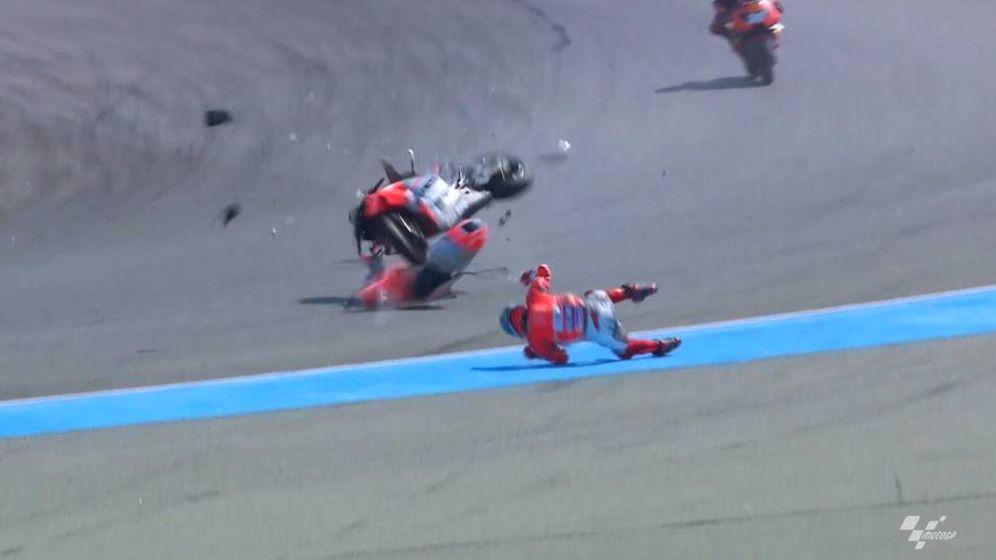 Foto: La caída de Jorge Lorenzo en los entrenamientos libres del Gran Premio de Tailandia. (MotoGP)