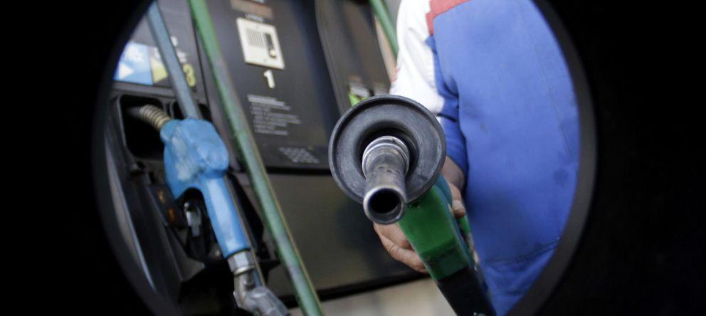 Del depósito del coche a Rusia... Los cinco efectos de la caída del precio del crudo