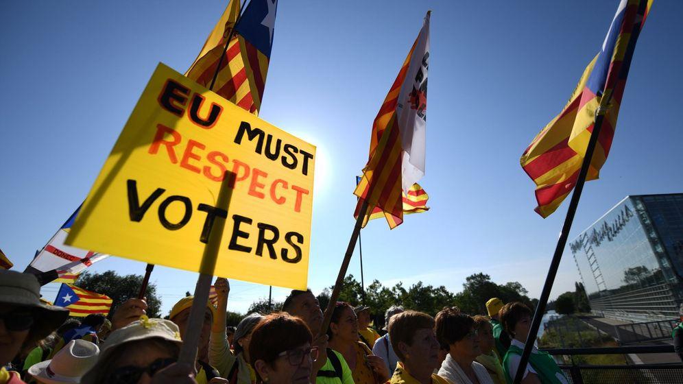 Foto: Independentistas catalanes se manifiestan ante el Parlamento Europeo. (EFE)