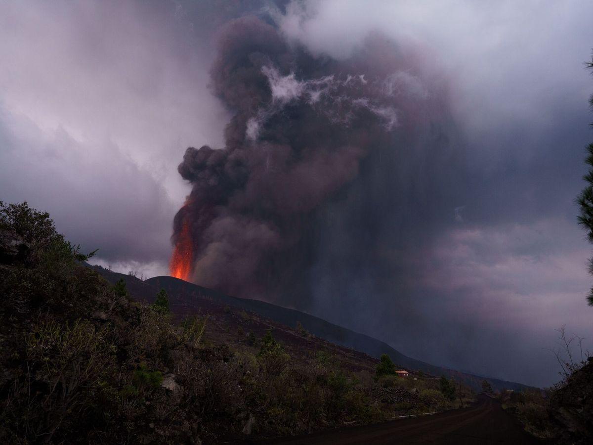 Foto: El volcán de La Palma este miércoles. (EFE)
