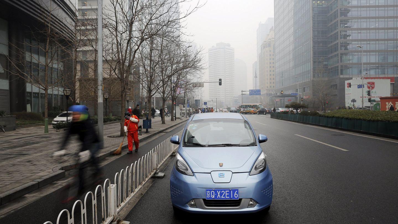 Coche eléctrico en las calles de Pekín. (Reuters)