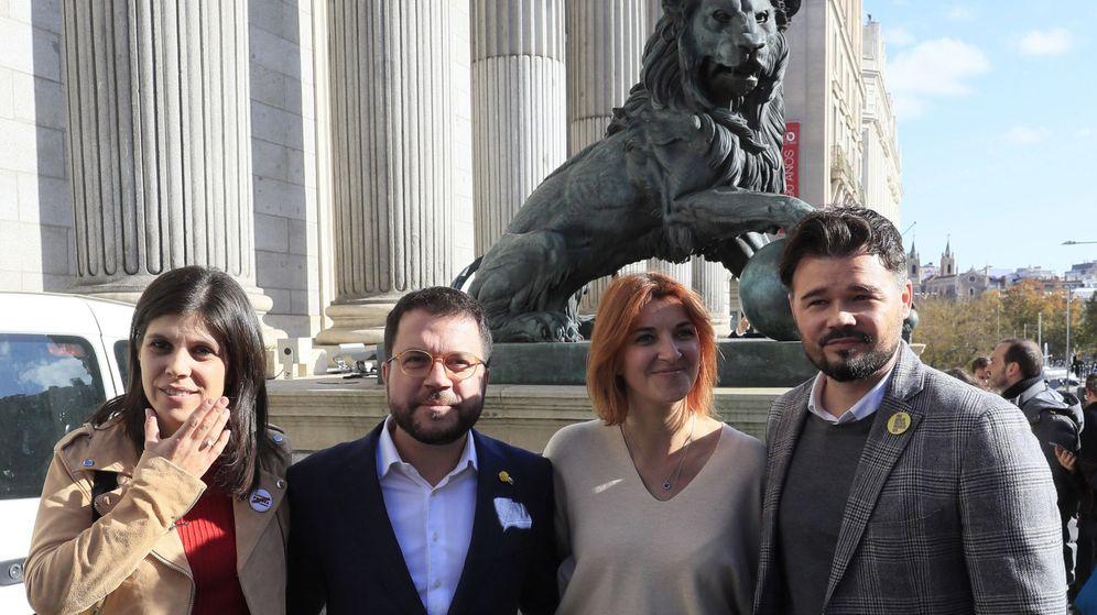 Foto: Los diputados de ERC Marta Vilalta(i), Pere Aragonés (2i), Carolina Telechea (2d) y Gabriel Rufián (d). (EFE)