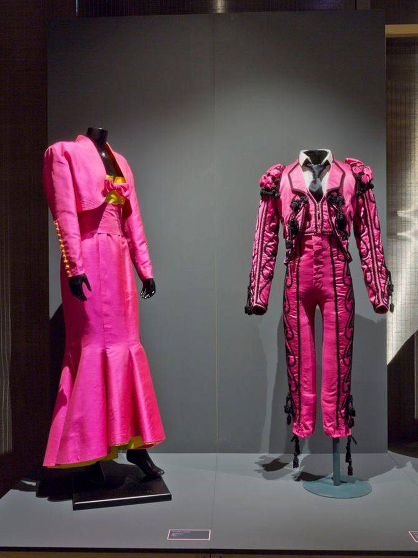 Los trajes regionales y de luces también tiene cabida en 'La vie en rose'. (Cortesía)