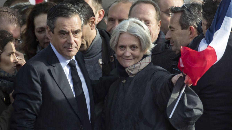 El ex primer ministro francés François Fillon, condenado a cinco años de cárcel