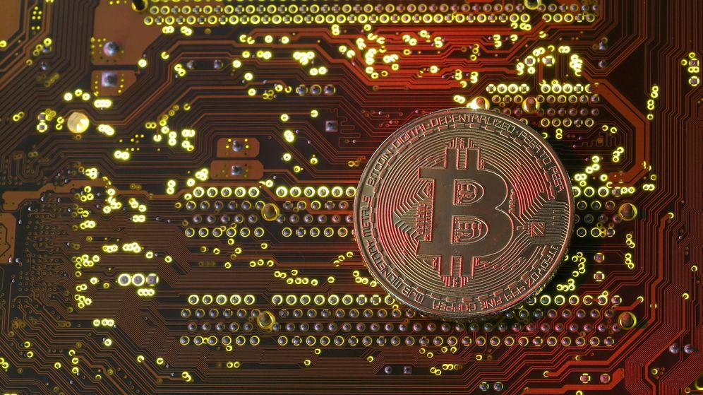 Foto: El bitcoin bate dos récords y se desploma un 20% en el mismo día. (Reuters)