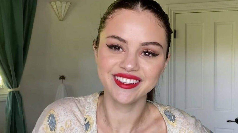 Selena Gomez, en su tutorial de maquillaje.