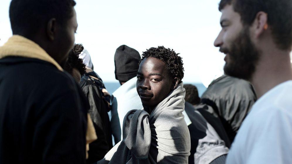 Foto: Una de las imágenes de la llegada a Valencia del Aquarius difundidas por Médicos sin Fronteras.