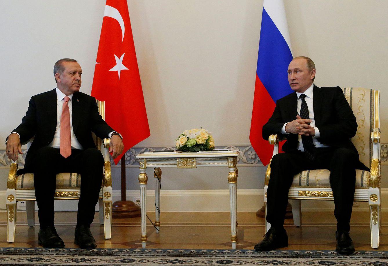 Foto: Erdogan junto al presidente ruso Vladimir Putin durante su reunión en San Petersburgo, Rusia, el 9 de agosto de 2016 (Reuters).