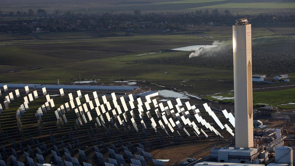 Foto: Planta solar de Atlantica Yield en Sevilla. (Fernando Ruso)