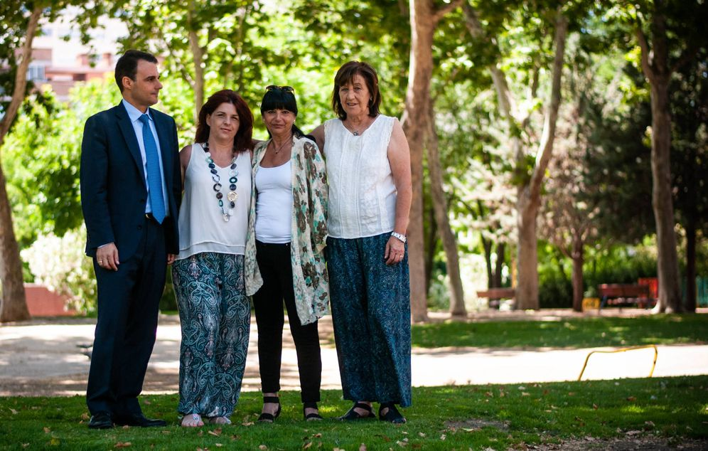 Foto: Juanjo Romero, Sonia Peral, Consuelo García y Julita Gómez, cuatro de los denunciantes de la asociación. (C.Castellón)