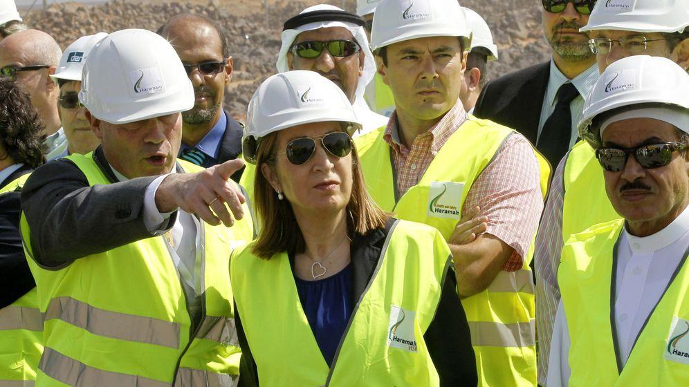 Foto: Fotografía de archivo de la ministra de Fomento, Ana Pastor, en las obras del AVE entre La Meca y Medina. (EFE)