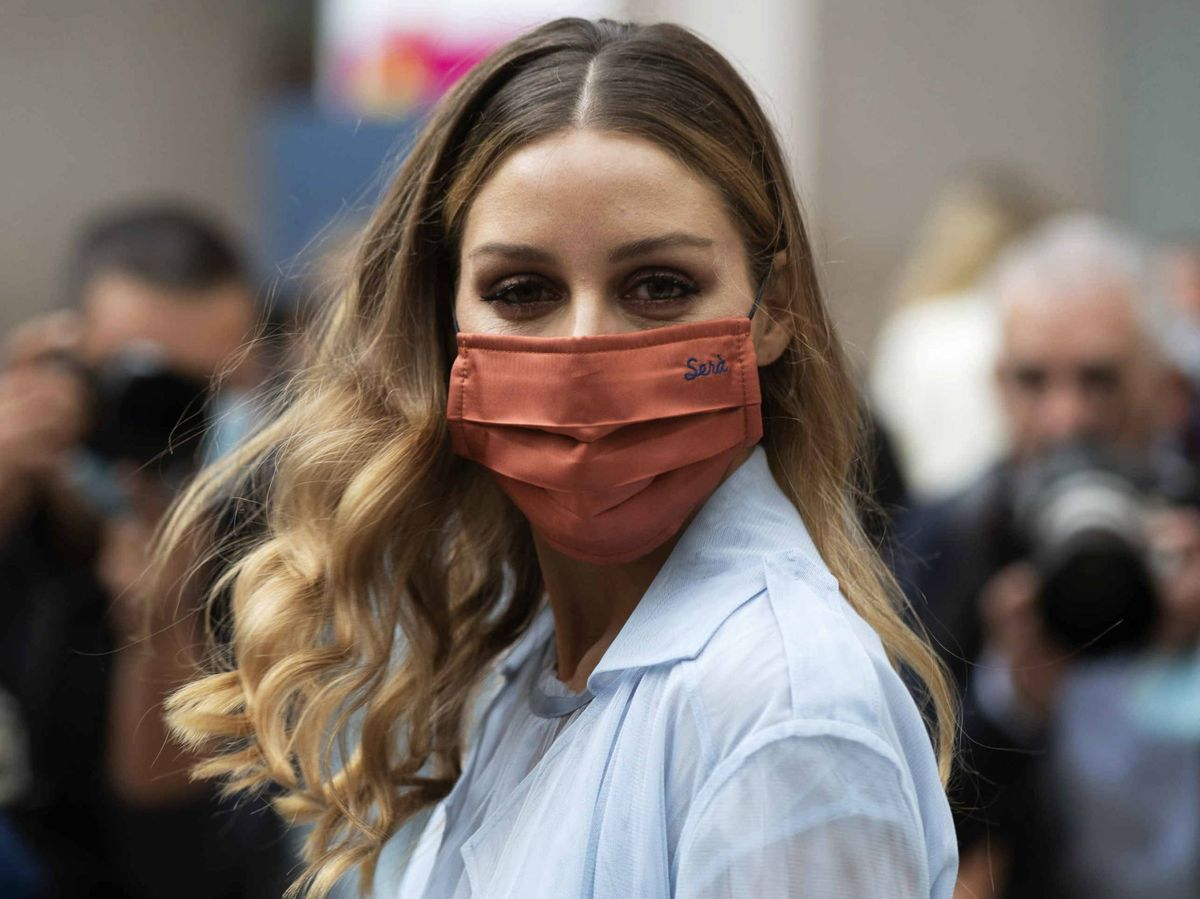 Foto: Olivia Palermo, con mascarilla en la Semana de la Moda de Milán S21. (Imaxtree)