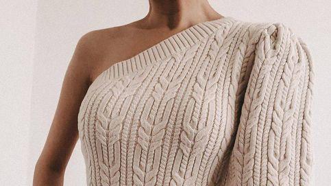Este look de pantalón y jersey asimétrico de Zara colapsó la tienda online