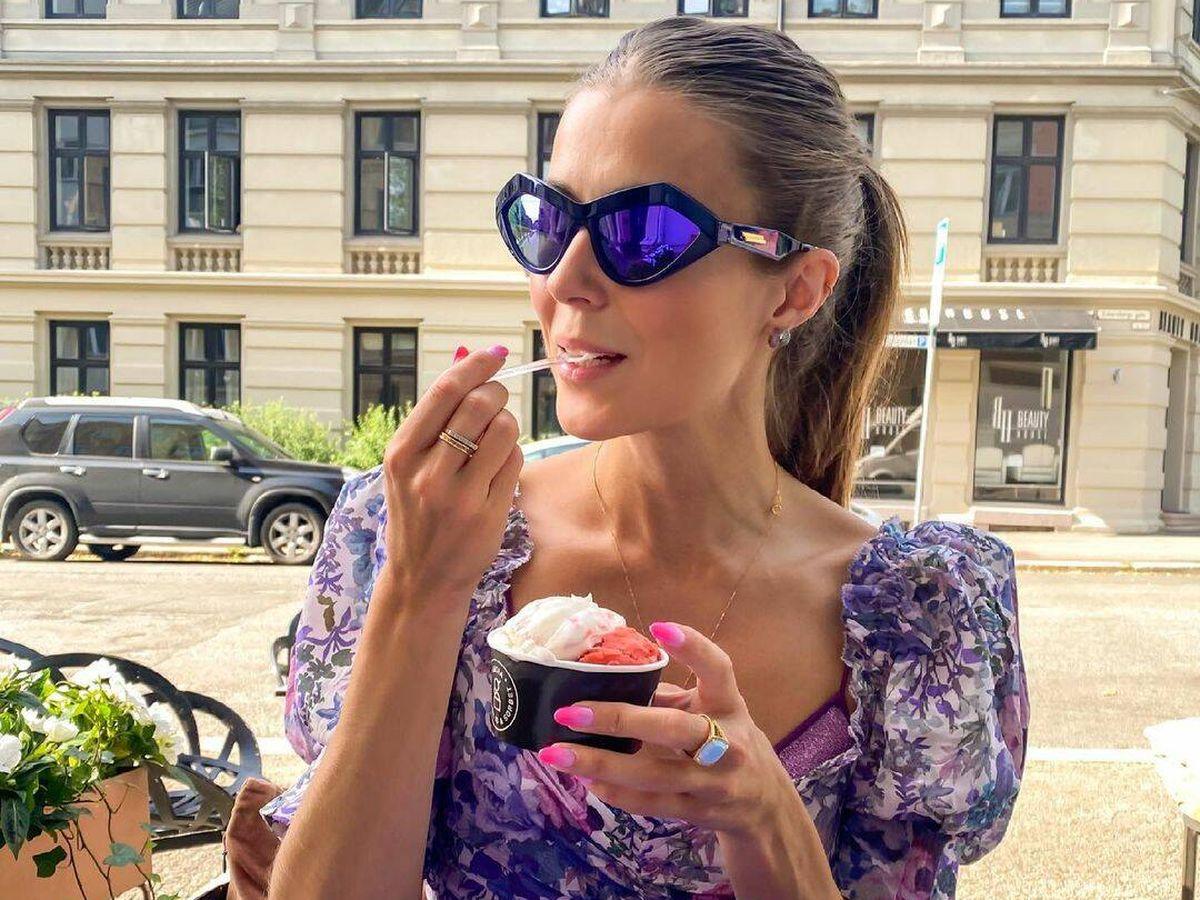 Foto: La coleta alta es un peinado muy socorrido en verano, pero la instagramer Nina Sandbech la accesoriza para darle un toque más colorido. (Instagram @ninasandbech)