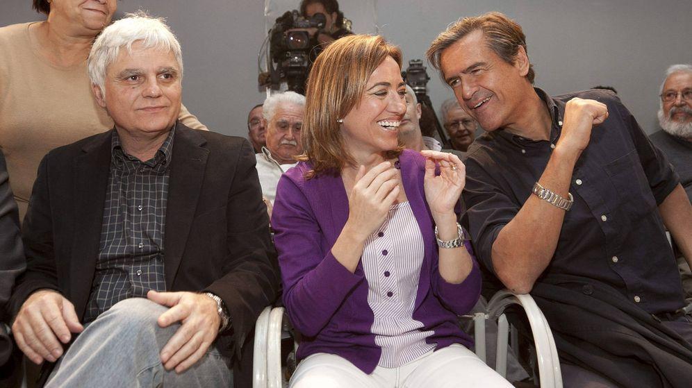 Foto: Carme Chacón, en Las Palmas, con el exministro Juan Fernando López Aguilar, durante su campaña a la secretaría general del PSOE, el 14 de enero de 2012. (EFE)