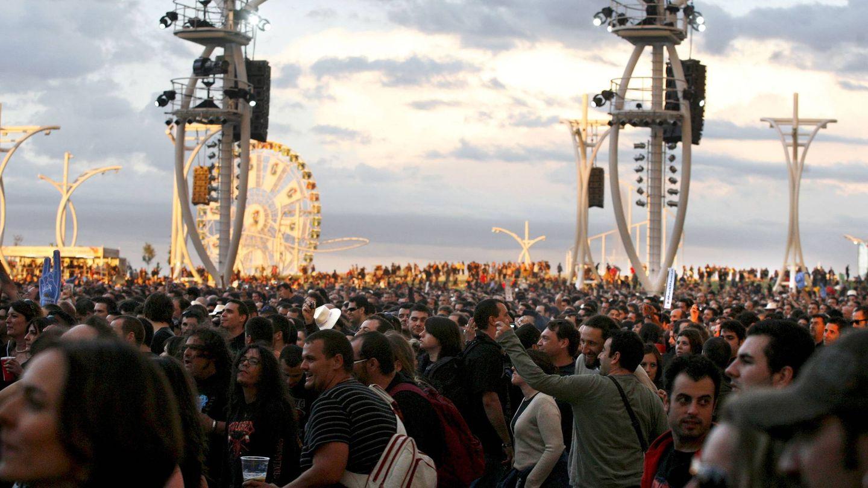 Asistentes al concierto de la banda británica Motörhead en la quinta jornada de Rock in Rio Madrid en 2010 (EFE)