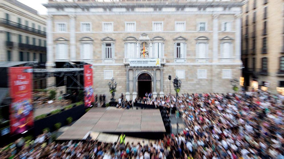 Foto: La fachada del Palau de la Generalitar, donde cuelga la pancarta. (EFE)