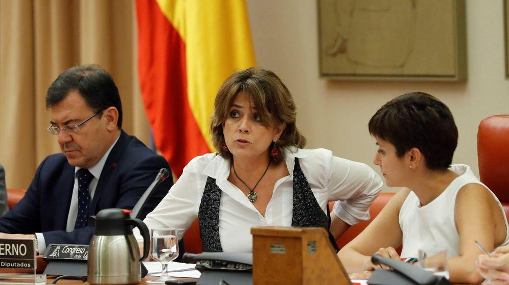 Foto: La ministra de Justicia, Dolores Delgado (c), hoy, durante su comparecencia ante la comisión de Justicia del Congreso. (EFE)