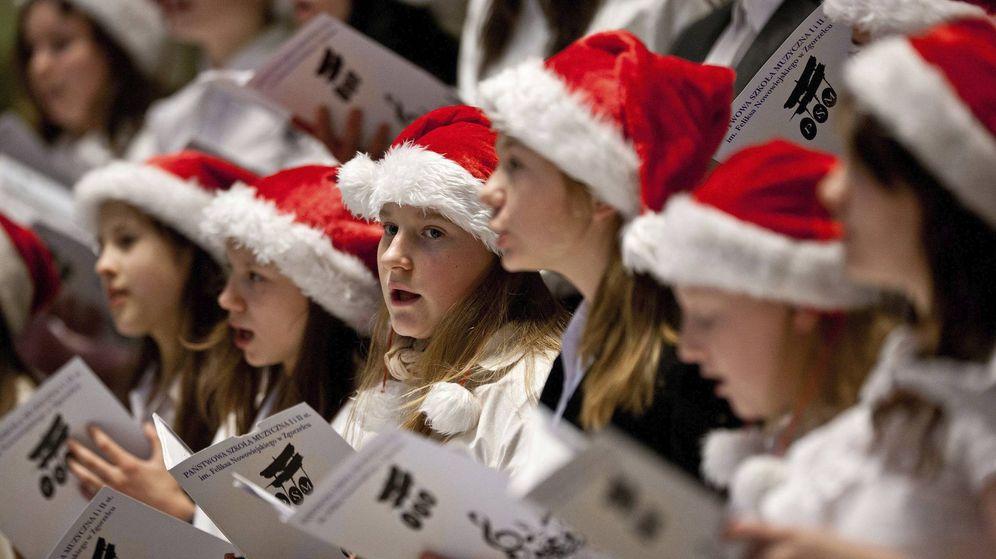 Foto: Un grupo de niñas interpreta un villancico durante un concierto de Adviento. (EFE)