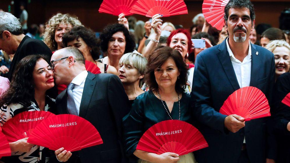 Foto: Carmen Calvo en acto de firma de la Carta por la paridad. (Efe)