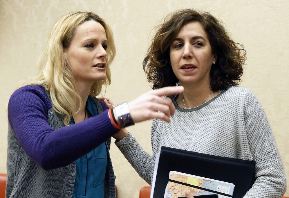 Foto: Zaida Cantera e Irene Lozano, el pasado 19 de enero en una reunión del Grupo Parlamentario Socialista. (EFE)