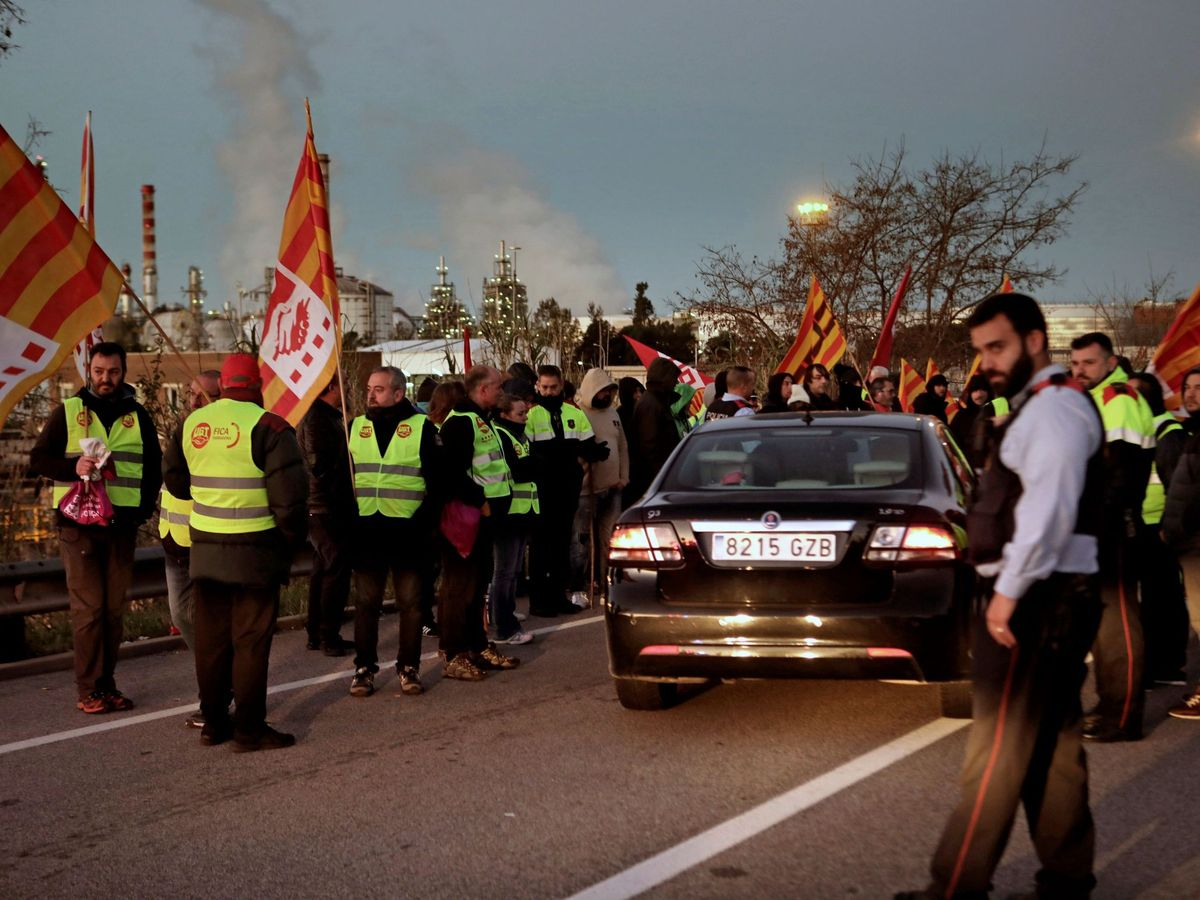 Foto: Huelga en la industria química de Tarragona, en febrero de 2020. (EFE)