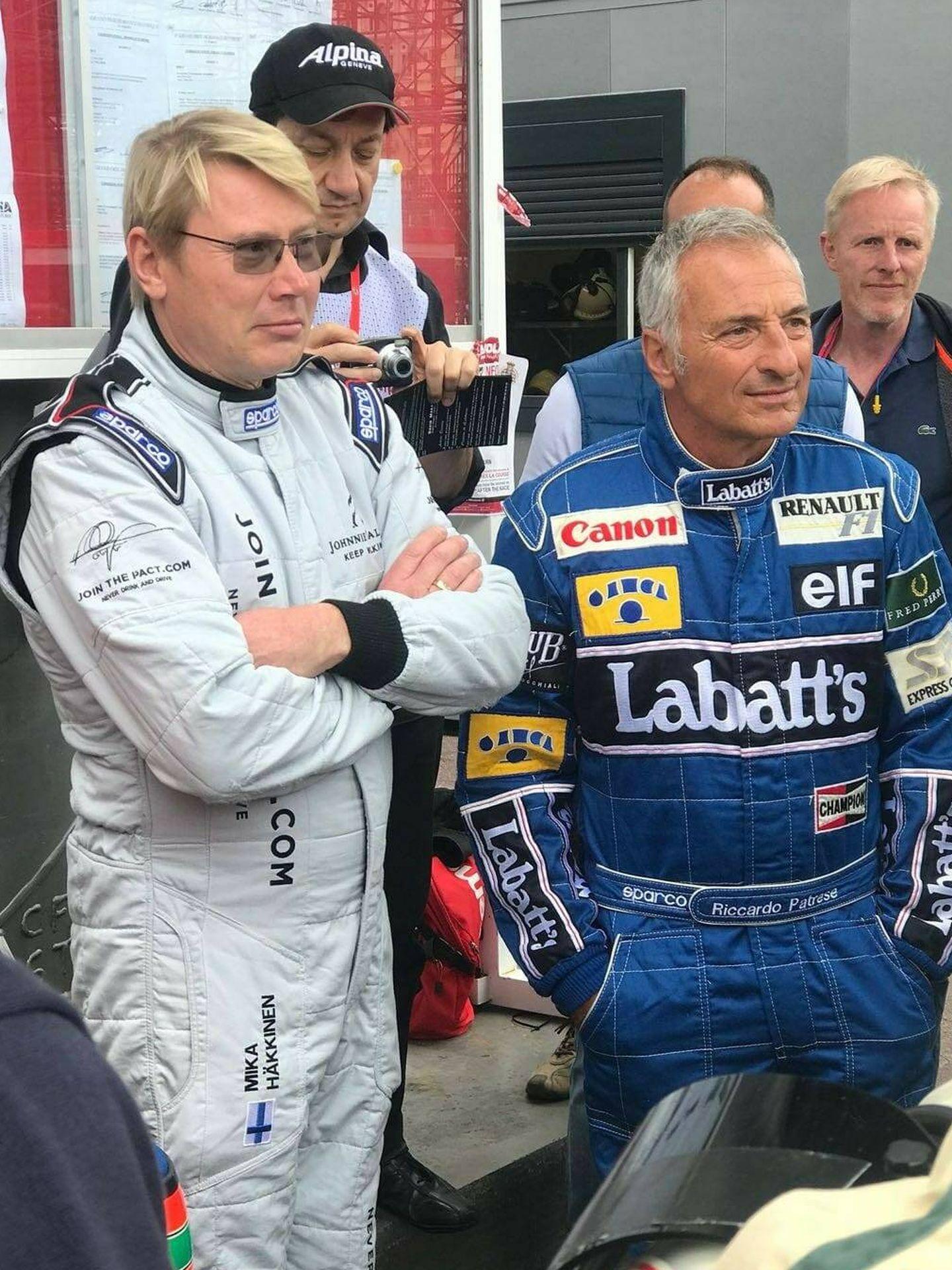 Riccardo Patrese (d) junto a Mika Hakkinen en un acto reciente.