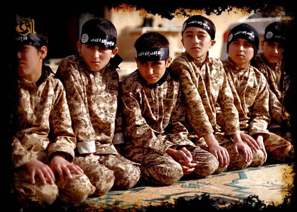 Foto: Imagen de un vídeo propagandístico de Daesh con menores durante un entrenamiento.