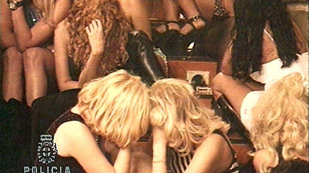 Foto: Redada policial en un club de alterne.