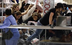 ¿Peleas? Los incidentes del Black Friday son otro nivel de violencia