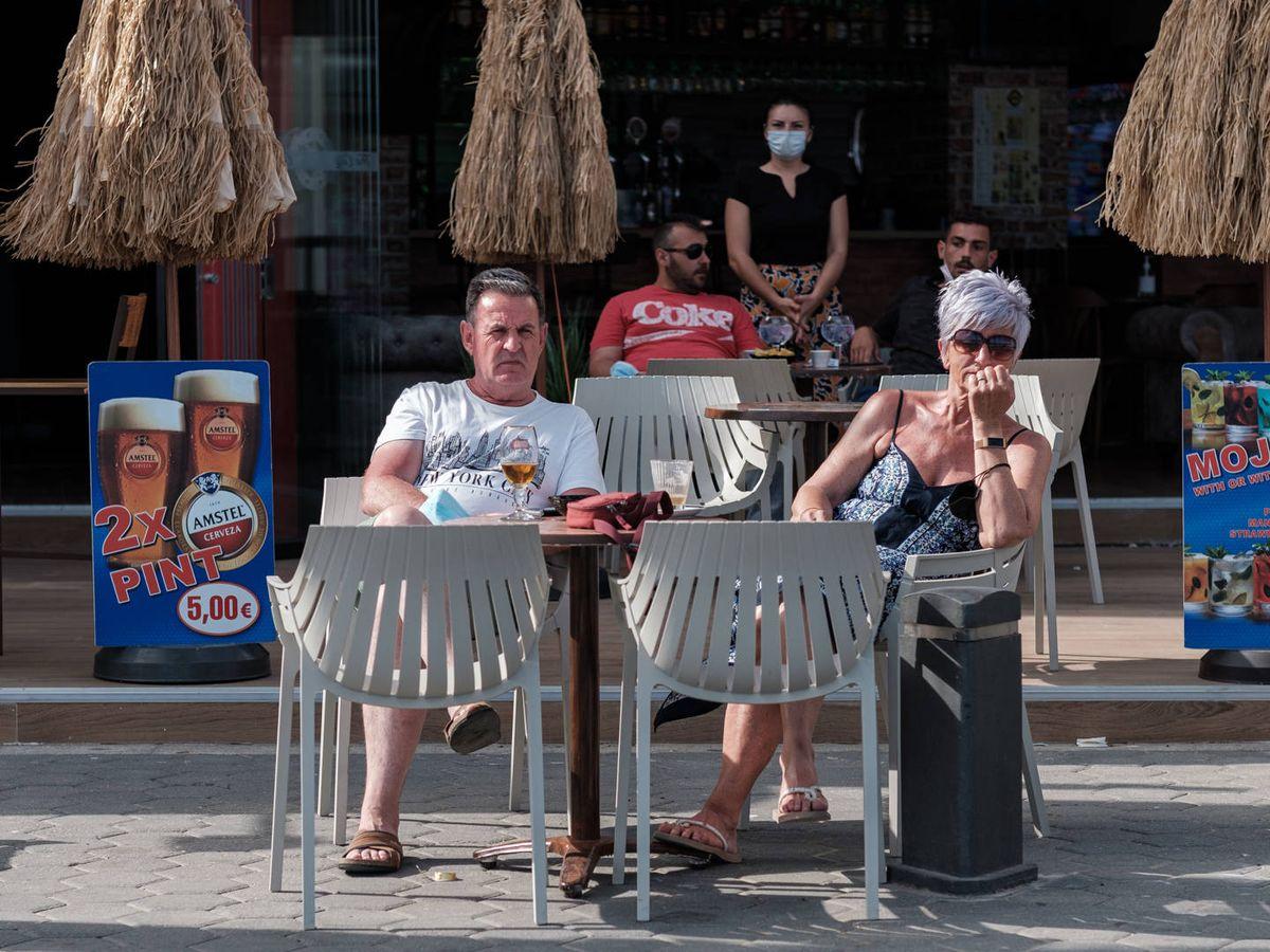 Foto: Turistas británicos en Benidorm. (Sergio Beleña)