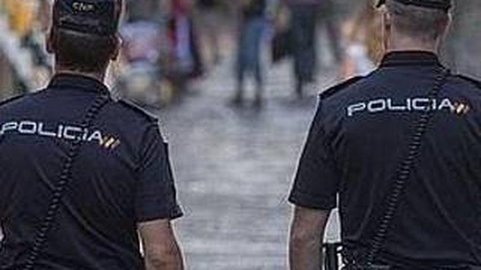 Dos detenidas por vestirse con ropa de un párroco y hacerse fotos en tono de burla
