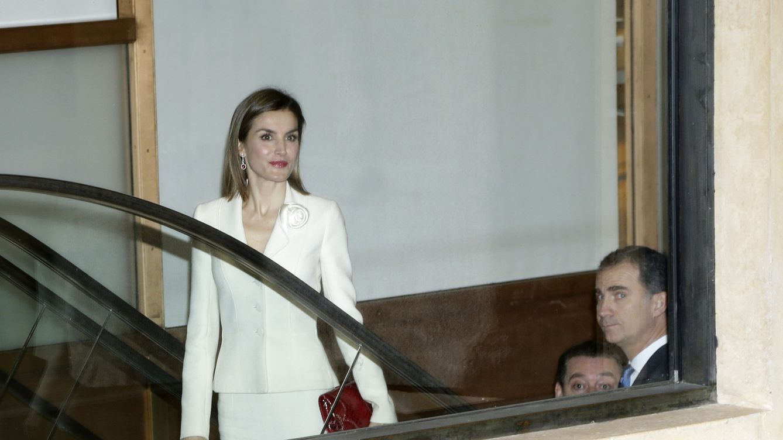 Doña Letizia muestra al fin su abrigo de Hugo Boss de 1.300 euros