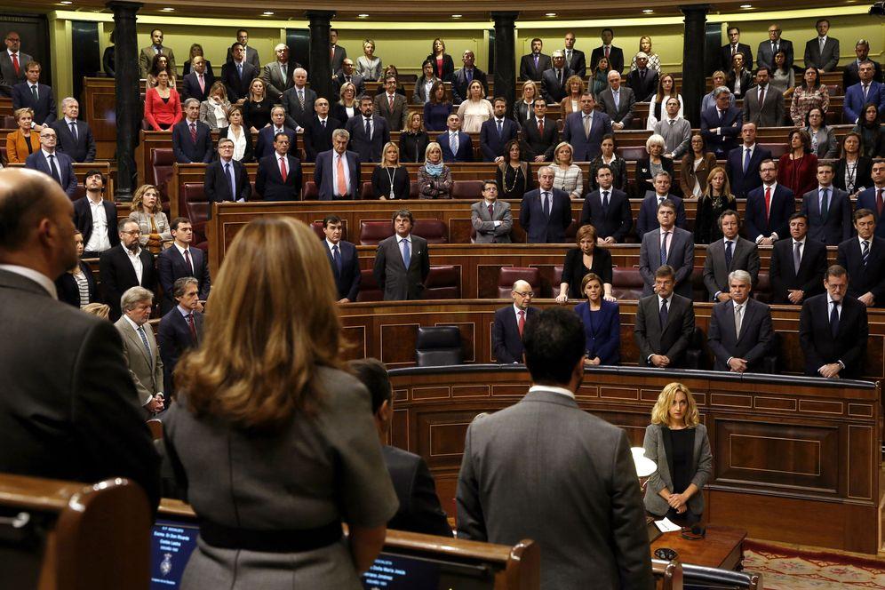 Foto: El congreso guarda un minuto de silencio por Barberá. (EFE)