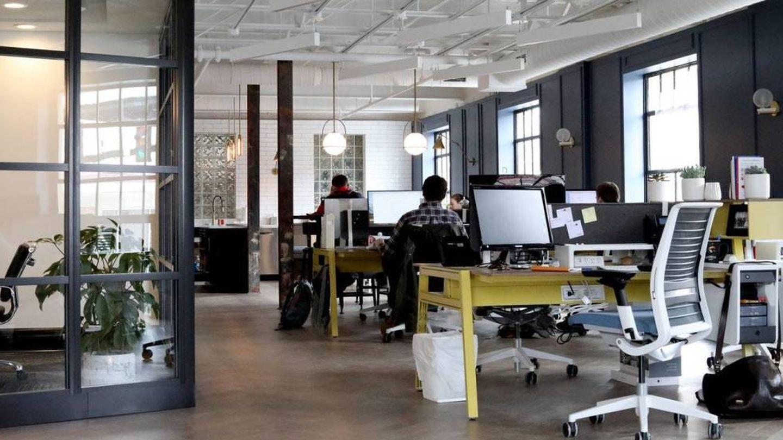 Hacerte cuanto antes a tu nuevo trabajo te aydará a integrarte (Unsplash)