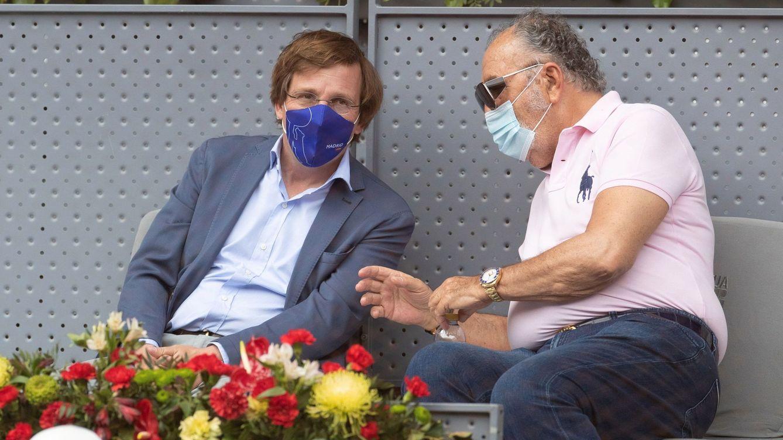Foto: Martínez-Almeida y Tiriac, el pasado mayo, en el Mutua Madrid Open. (EFE)